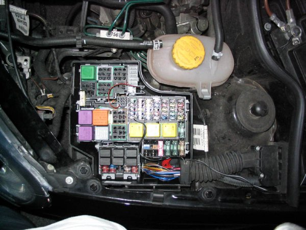 fusebox anyone with a corsa c corsa sport for vauxhall and opel corsa vauxhall corsa fuse box at bayanpartner.co